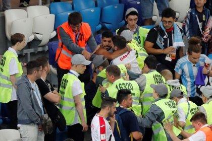 Argentina pede para Rússia deportar torcedores filmados em briga na Copa do Mundo
