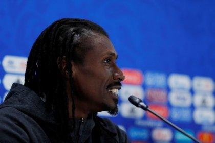 Símbolo sexual, moi? Pergunte às moças, diz treinador de Senegal