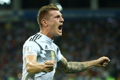 Gol no fim de Kroos dá vitória sobre Suécia e mantém Alemanha viva na Copa
