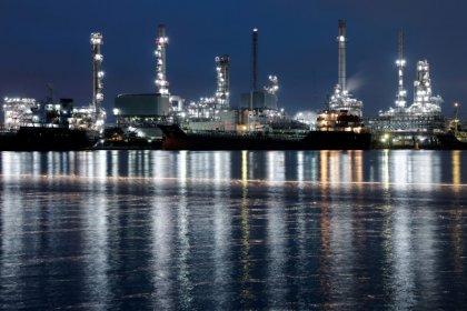 النفط يهبط مع انحسار المخاوف من تعطل إمدادات