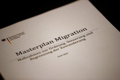 Bericht - Bundestags-Gutachter mit Zweifel an Seehofers Masterplan