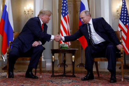ترامب يقول إنه بحث مع بوتين الحد من الأسلحة النووية