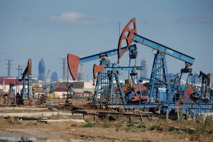 Нефть дешевеет при росте недельных запасов в США