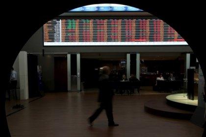 Ibovespa fecha em queda de 0,98% puxado por bancos após quatro altas