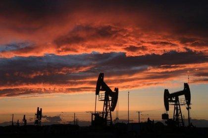 Нефть Brent развернулась в минус после роста накануне, котировки WTI малоподвижны