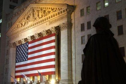 Wall Street finit en baisse avec le dollar et des résultats décevants