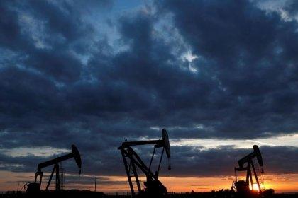 Цены на нефть в плюсе, но готовятся завершить снижением 3-ю неделю подряд