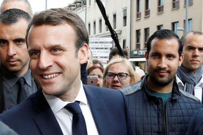 Macron despedirá al guardaespaldas grabado golpeando a un manifestante