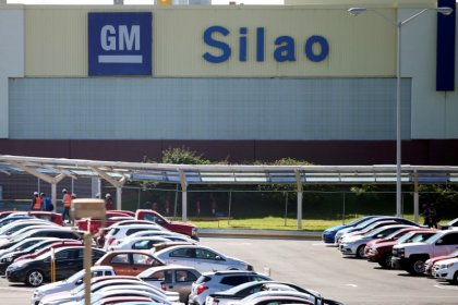 Mexico auto exports dip on U.S. sales; production hit by floods