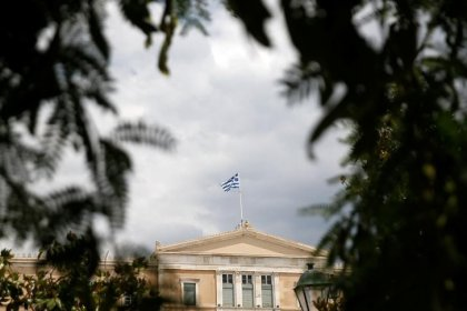 Greece to lose access to cheapest ECB cash