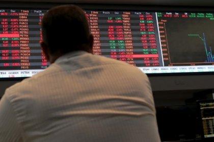 Ibovespa recua 2,86% com aversão a risco global e quebra série de altas semanais