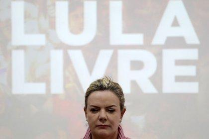 PT não trabalha com hipótese de Haddad assumir candidatura e irá até o fim com Lula, diz Gleisi