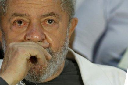 Em decisão, ministro do TSE diz que corte pode analisar inelegibilidade de Lula mesmo sem provocação