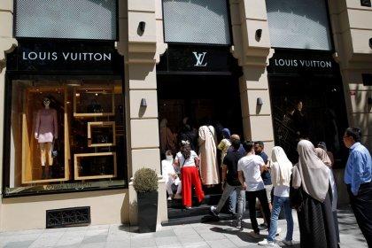 Türkei-Touristen machen nach Lira-Verfall Jagd auf Luxusartikel