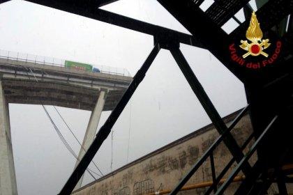 Crolla ponte Morandi su A10 a Genova, almeno 10 morti, chiuse autostrada e ferrovia