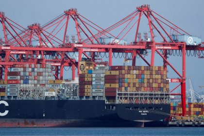 U.S. import prices flat; dollar limits imported inflation