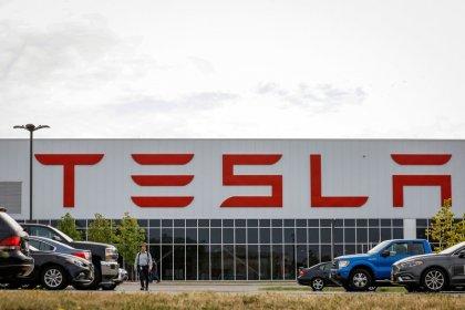 Major Tesla shareholders trimmed stakes last quarter: filings