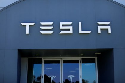 SEC scrutiny of Tesla grows as Goldman hints at adviser role