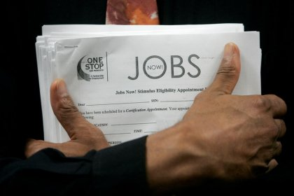 U.S. jobless claims fall for second straight week