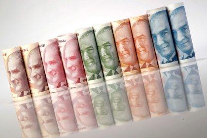 الليرة التركية تنخفض 7% مقابل الدولار بفعل مخاوف من عقوبات