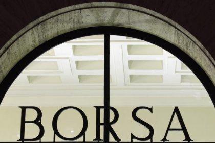 Borsa Milano in calo con banche, in rally Atlantia
