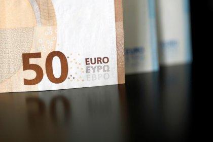 Euro si rafforza su dollaro in attesa colloqui Usa-Cina, lira turca risale