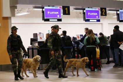 Ameaças de bombas obrigam 9 aviões a mudar rota na América do Sul, diz agência chilena