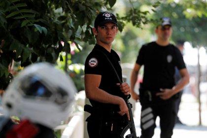 Суд Турции отказался освободить американского пастора - газета