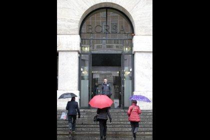 Borsa Milano in ribasso con finanziari, Atlantia positiva ma -22% in settimana