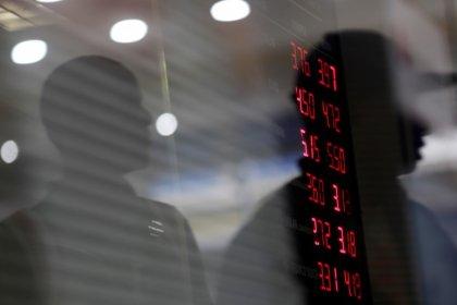 Dólar sobe pela 2ª semana seguida e vai a R$3,91 com exterior e política local