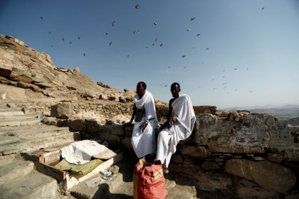 Muslim pilgrims flock to Mecca ahead of haj
