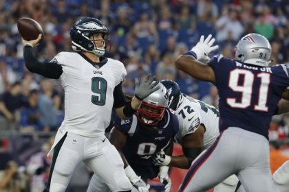 Report: Tests show Foles' shoulder injury is minor