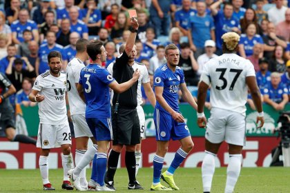 Vardy sees red but Leicester ease to victory over Wolves