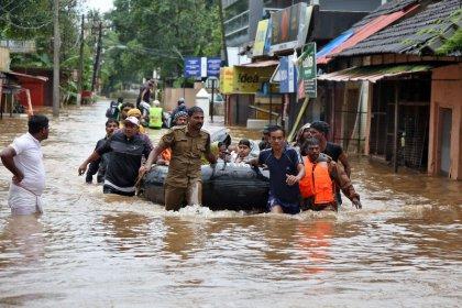 Число жертв наводнения на юге Индии приблизилось к 400