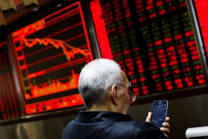 Рынок акций Китая слабо изменился, акции Гонконга снизились на фоне сомнений в торговом перемирии
