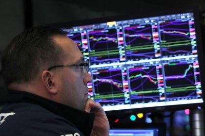 Bovespa firma-se em alta após dados dos EUA; petróleo ajuda