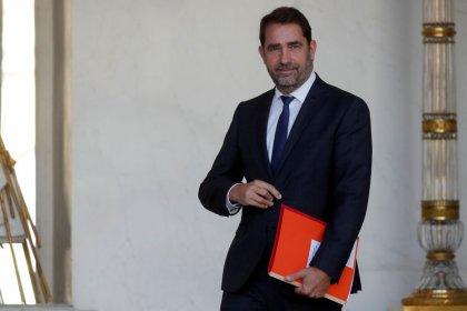 Plainte de Castaner contre Dupont-Aignan, qui réplique