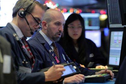 Wall Street chute, le commerce et la croissance inquiètent