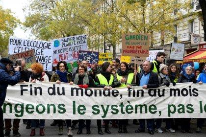 """Des milliers de """"Gilets verts"""" marchent pour le climat"""