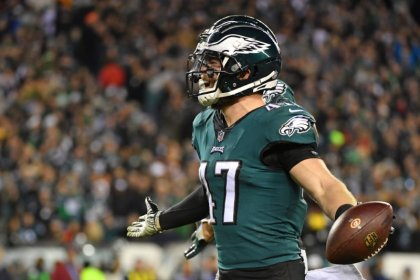 Eagles attempting to catch first-place Cowboys