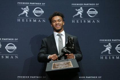 Heisman winner Murray apologizes for homophobic tweets