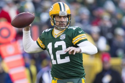 Rodgers breaks Brady's mark as Packers cruise past Falcons