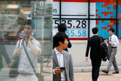 Nikkei упал до минимума 6 недель из-за тревог о росте экономики, торговой напряженности