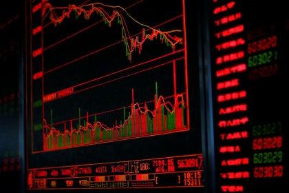 Акции Китая, Гонконга снизились из-за слабых экономических данных, ареста топ-менеджера Huawei