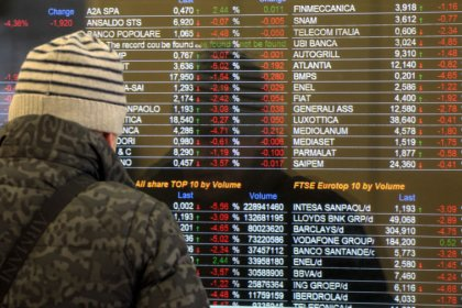 Borsa Milano debole sopra minimi, banche volatili, bene Enel, cala Mediaset