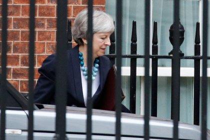 Premiê britânica May diz que vai adiar votação do Brexit no Parlamento