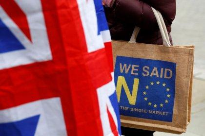 Governo britânico pode adiar votação sobre acordo do Brexit sem autorização do Parlamento, diz fonte