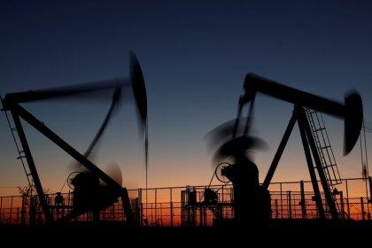 Нефть подорожала на фоне роста мировых акций, снижения добычи в Ливии