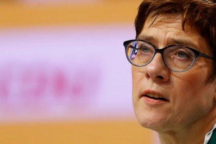 CSU-Landesgruppenchef lobt konservatives Profil Kramp-Karrenbauers