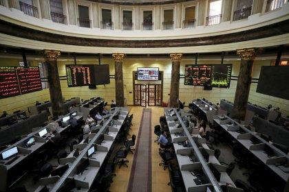 البورصة المصرية تواصل مكاسبها بدعم من البنوك ودبي تتعافى جزئيا